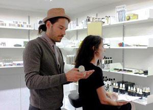 Hannes Trummer, coiffeur autrichien star fondateur de la marque Less is More