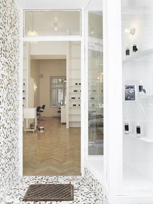 Salon de coiffure et institut de beauté bio du cheveux Less is More à Vienne