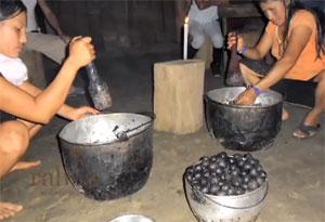 Fabrication éthique et équitable de l'huile d'ungurahua pour Rahua Amazon Beauty
